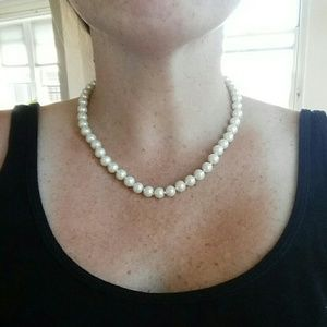 Jewelry - Lovely Pearl Necklace